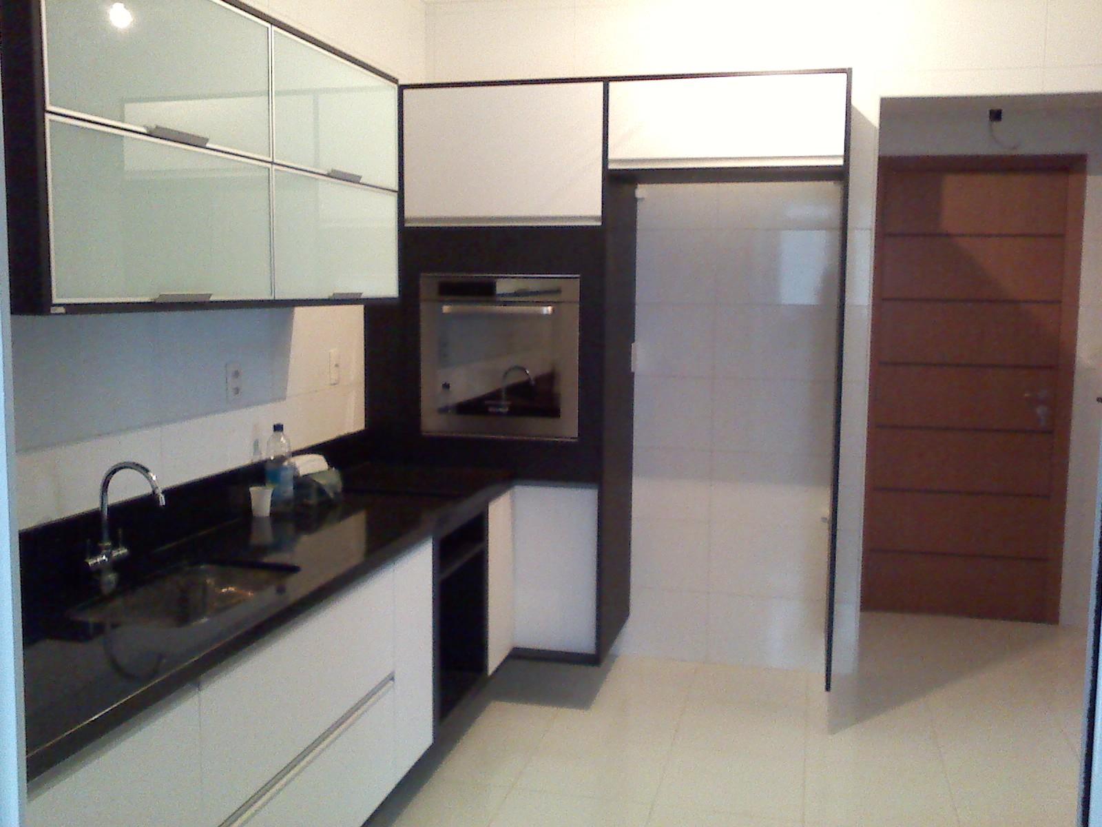 Cozinha Planejada 205 Em Mdf Branco 15mm Com Mdf Preto 15mm Puxadores  #3C708F 1600 1200