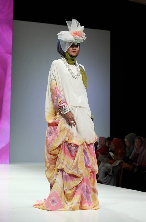 Model Busana Muslim Terbaru Ala Artis Indonesia Tattoo