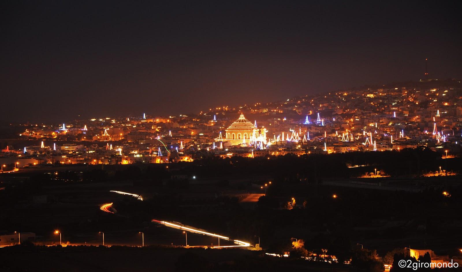 Panorama notturno su Mosta