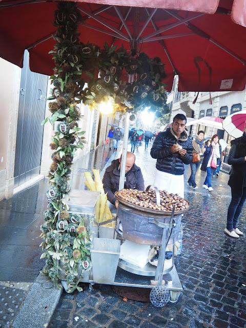 ruoka, food, ideas, tips, italia, rooma, italy, rome, street food, katuruoka, katu koju, ruoka koju, paikallinen ruoka, italialainen ruoka, pähkinät, tötterö, piazza di spagna, via dei condotti, pähkinäkoju,