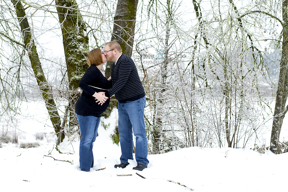 eugene, or maternity photography snow