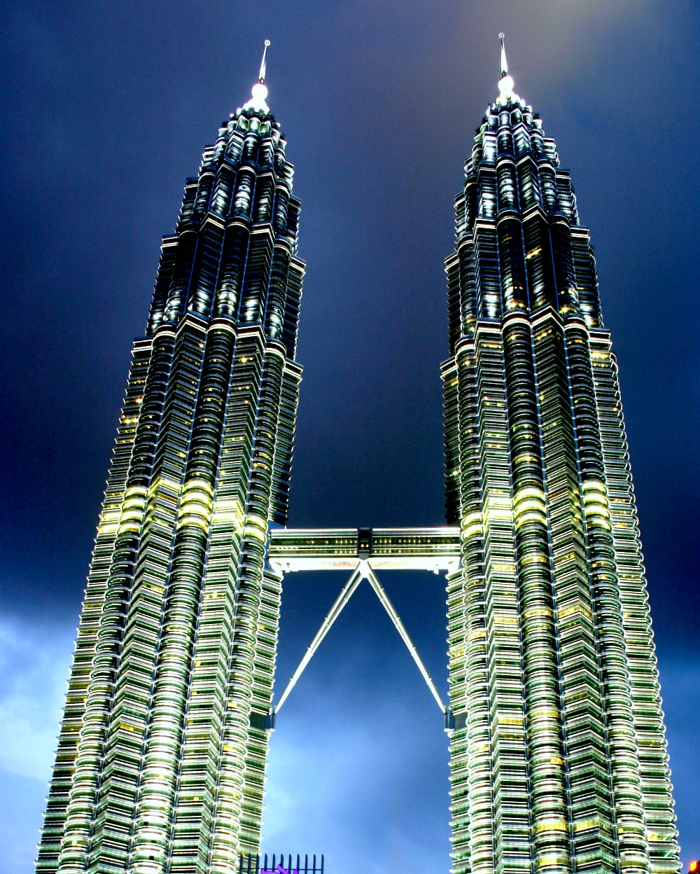 petronas twin towers The twin 88-story steel and glass buildings known as the petronas twin towers,  completed in 1996, are icons of malaysia designed to symbolize courage and.