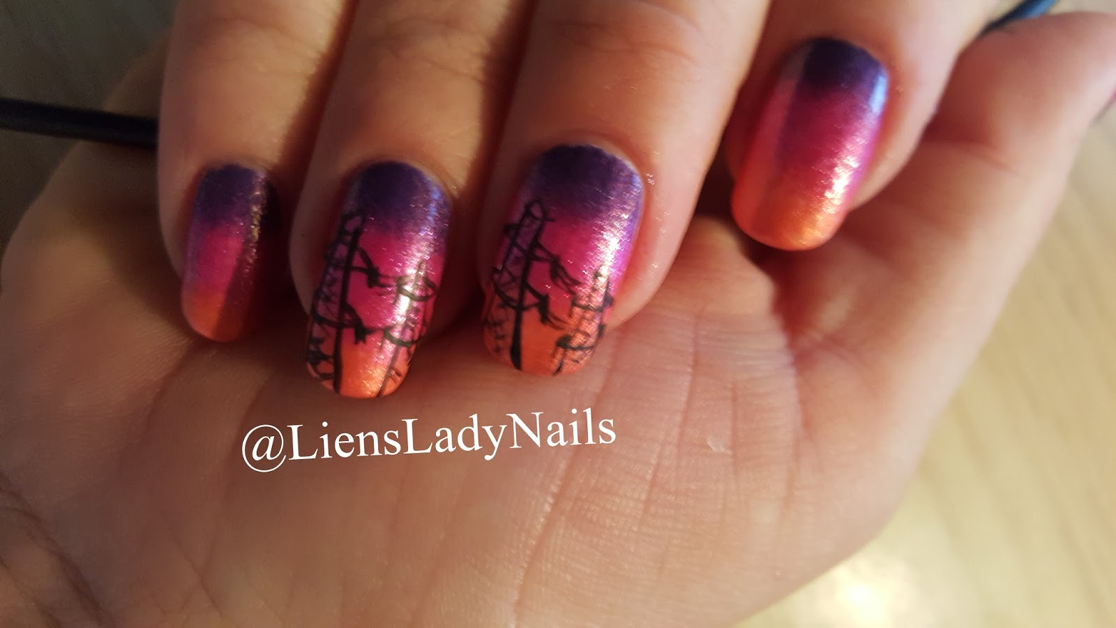 MoreLiensLadyNails: Electricity nail art