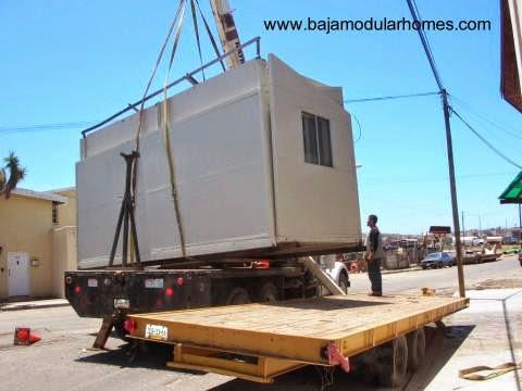 Transporte de un módulo de casa económica en México