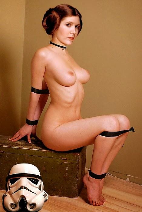 Cosplay Leia nue attachée asise sur une caisse