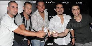 Grupo Sorriso Maroto comemorando o sucesso