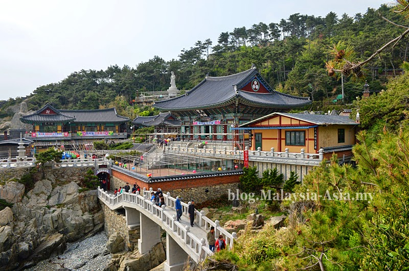 Haedong Yong Gun Temple in Busan, Korea