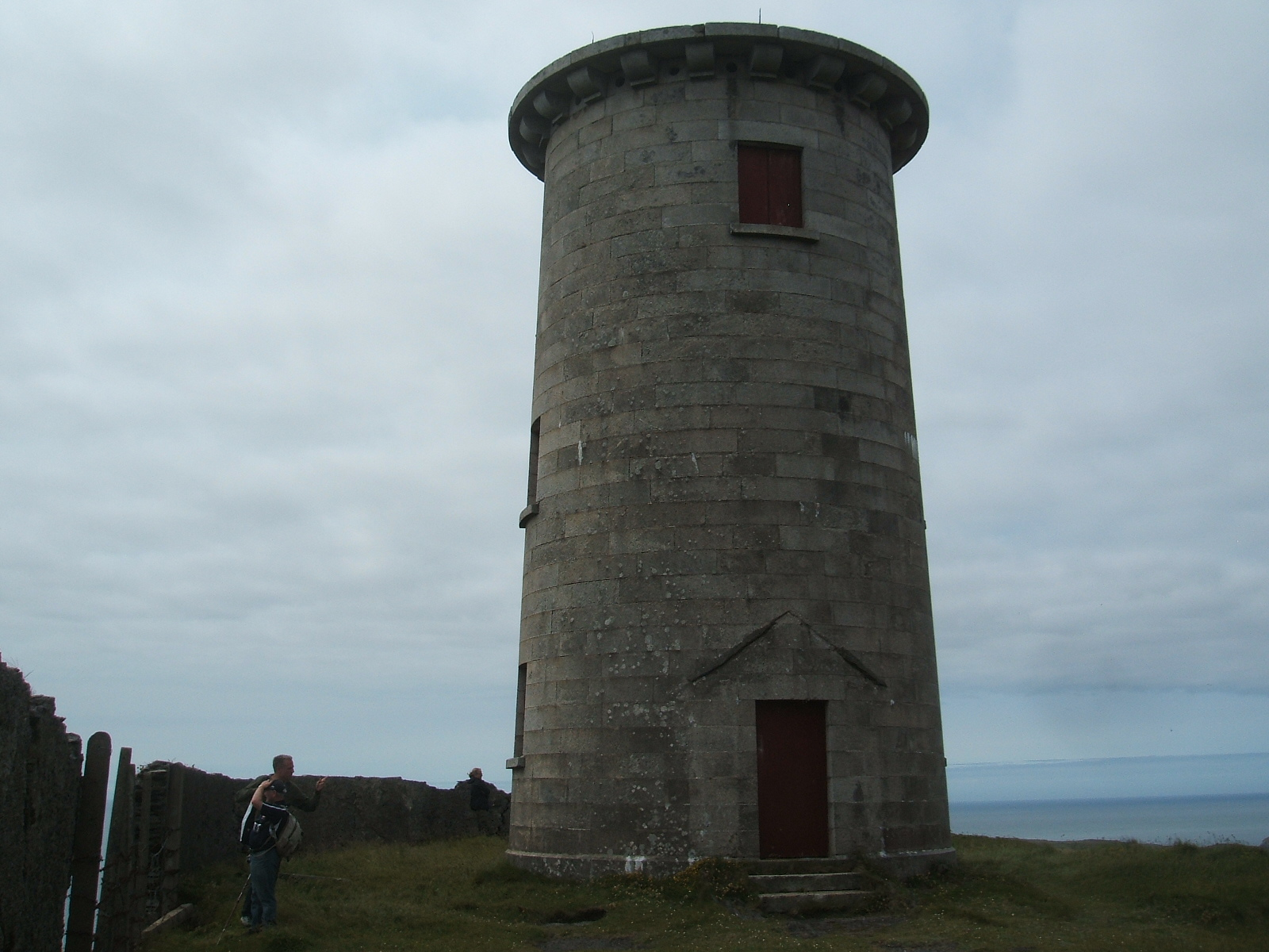 pete s irish lighthouses cape clear island the light is situated next to an old signal tower built in the early 1800s when the british authorities thought the french might attack
