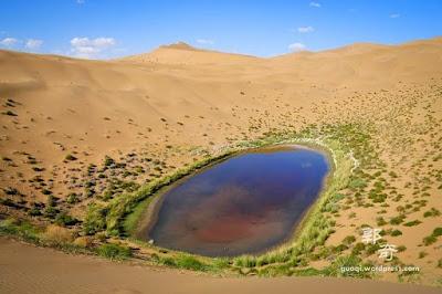 Ratusan Danau Misterius di Gurun Badain Jaran