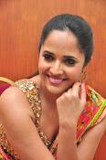 anasuya sizzling saree stills-thumbnail-16