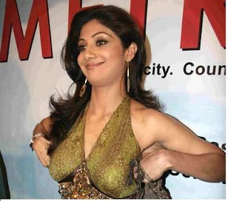 Shilpa Shetty Big Cleavages Photos