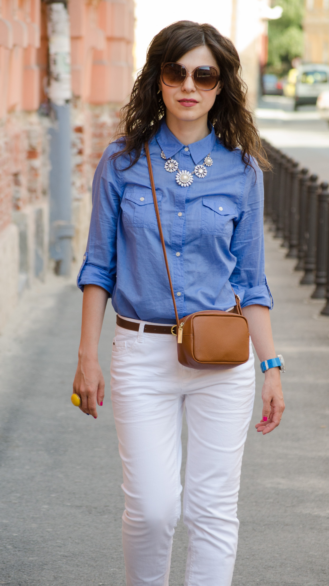 white jeans blue boyfriend shirt C&A brown satchel H&M statement necklace