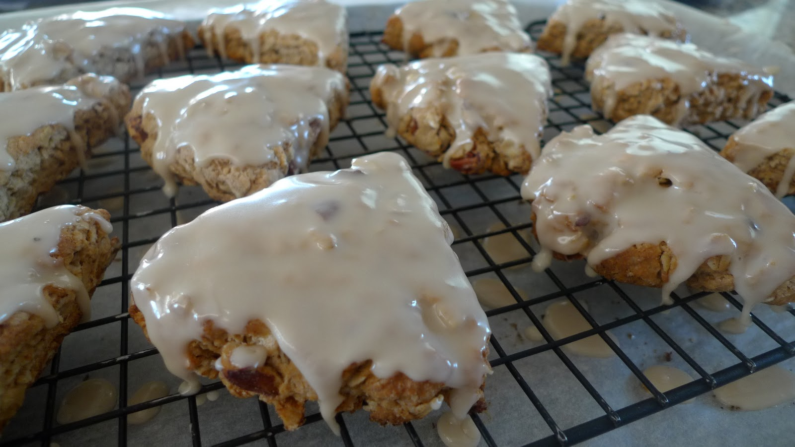 Mingling of Tastes: Maple Oat Nut Scones