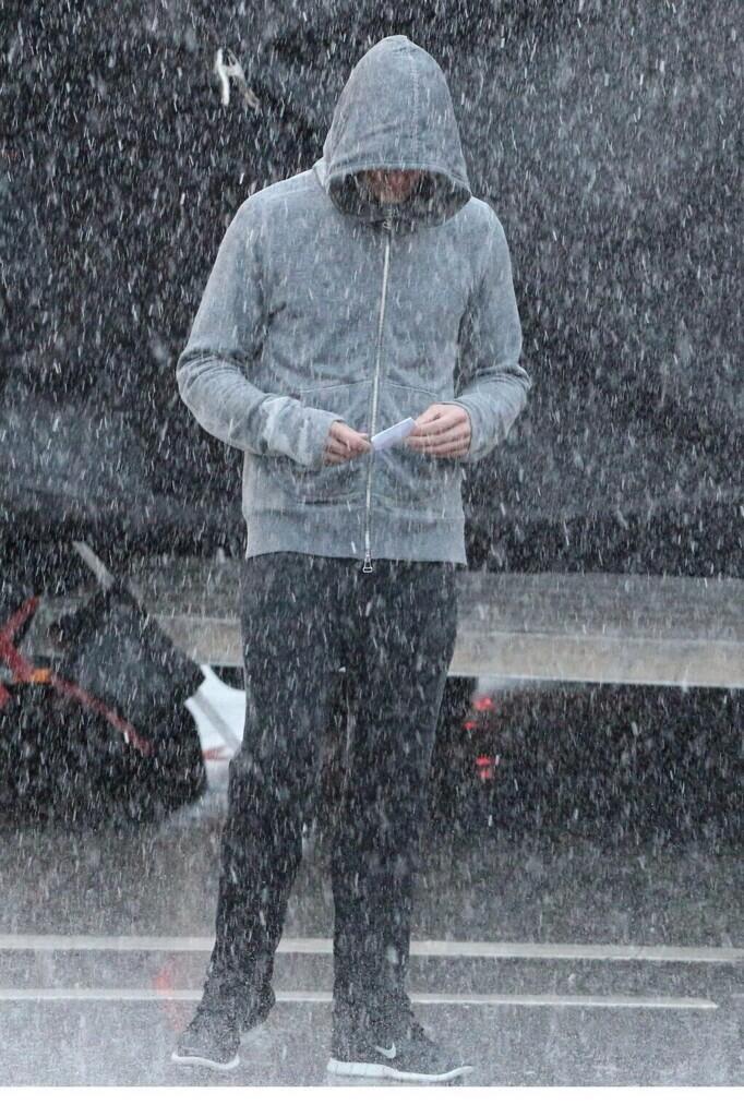 Дорнана заставили бегать под дождем
