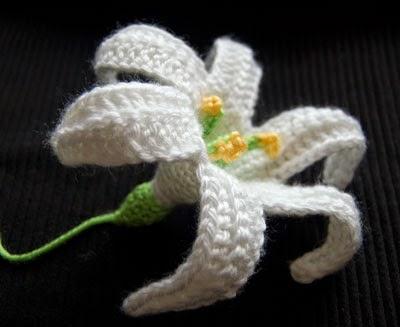 Scrap yarn ideas - Easter Peace Lily by Moogly