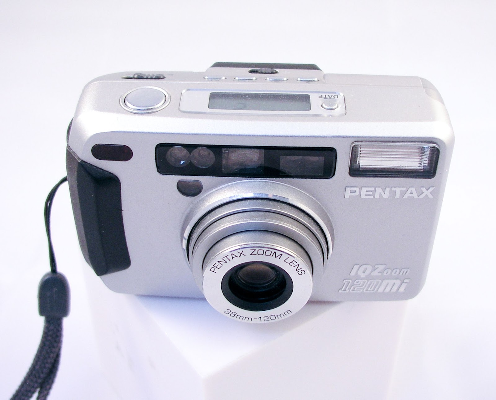 Random Camera Blog: Point and Shoot Review: Pentax IQZoom ...