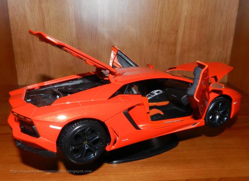 Diecast 1:18 Lamborghini Aventador side