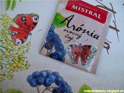Čaj Mistral z arónie a krásny detail obalu vrecúška s čajom