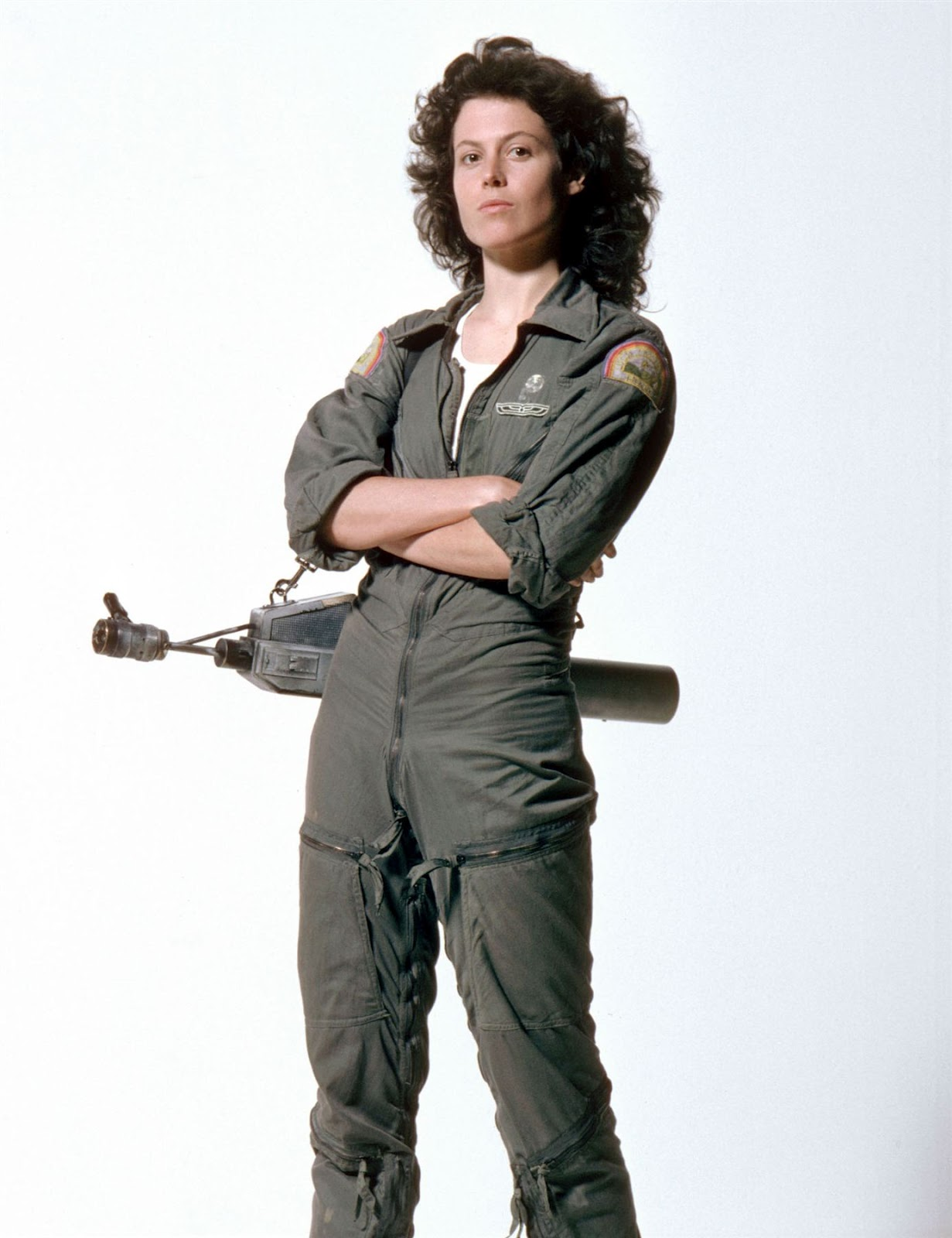http://2.bp.blogspot.com/-woJJxzgbUX8/T_hZd1X60-I/AAAAAAAAAcU/TO5GJ-Dq6hs/s1600/movies_sigourney_weaver_alien_desktop_1964x2552_wallpaper-1087532_resized.jpg
