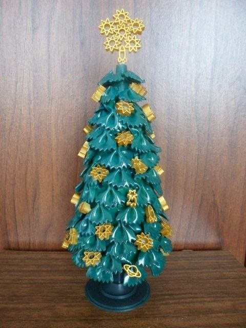 елка из фигурных макаронин