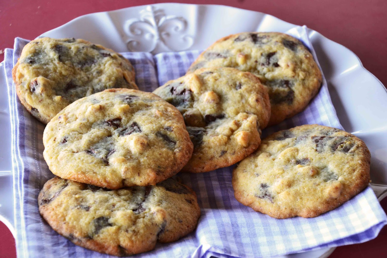 The eccentric Cook: Walnut Chocolate Chunk Cookies