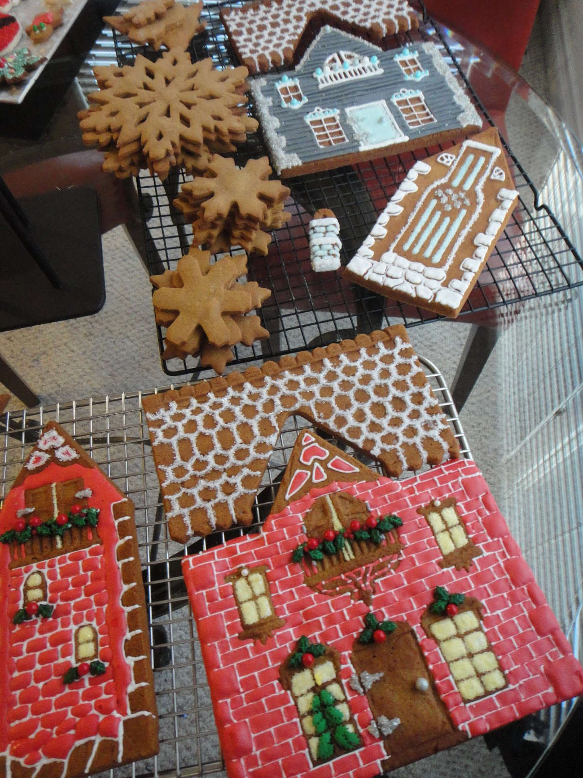 Gingerbread house door decorations all of this gingerbread makes