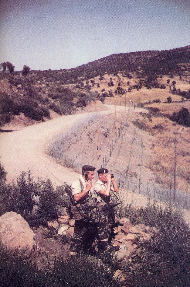 Guerre d/'Algérie EBR en patrouille sur la Ligne Morice