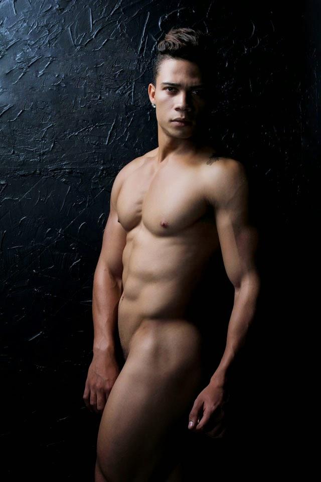 Eduardo Star posa nu para ensaio de moda fitness. Foto: Eduardo Brunelly