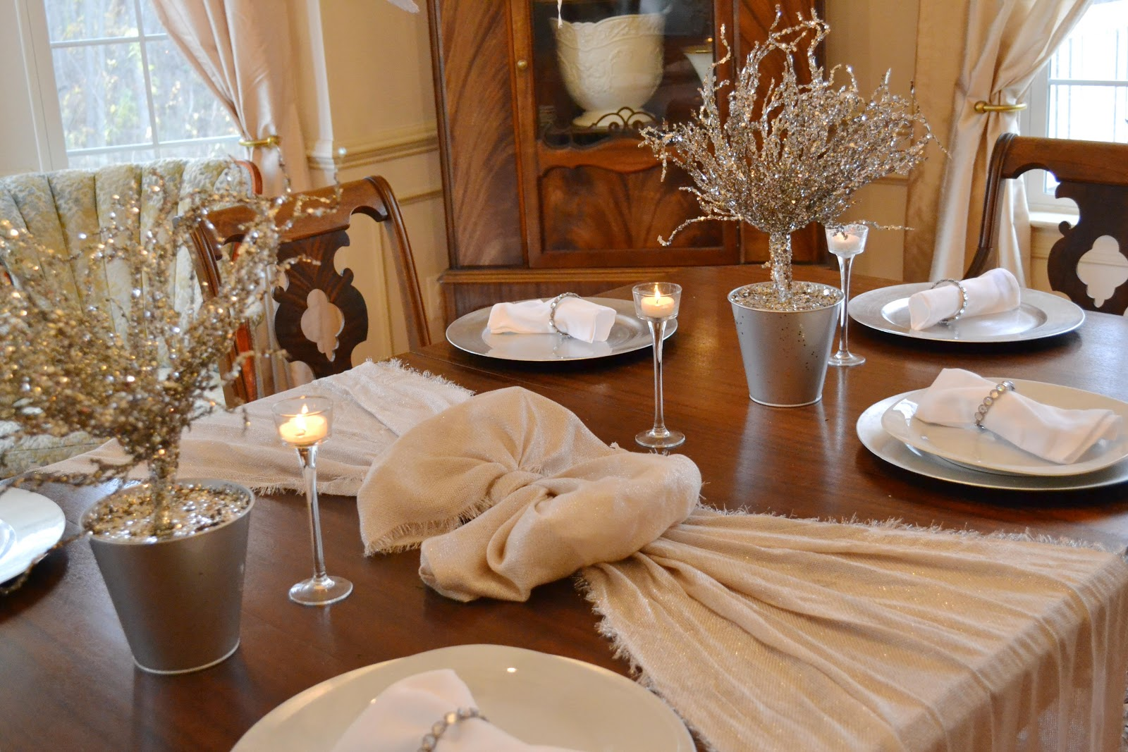 Pretty In the City Annapolis: Silver and White Holiday Decor Ideas!