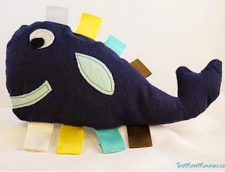 http://translate.googleusercontent.com/translate_c?depth=1&hl=es&prev=search&rurl=translate.google.es&sl=en&u=http://twomoreminutes.com/whale-tag-toy-pattern-and-tutorial/&usg=ALkJrhjPzgJNR5oYyqjDj_y0yBZnf1AxTA