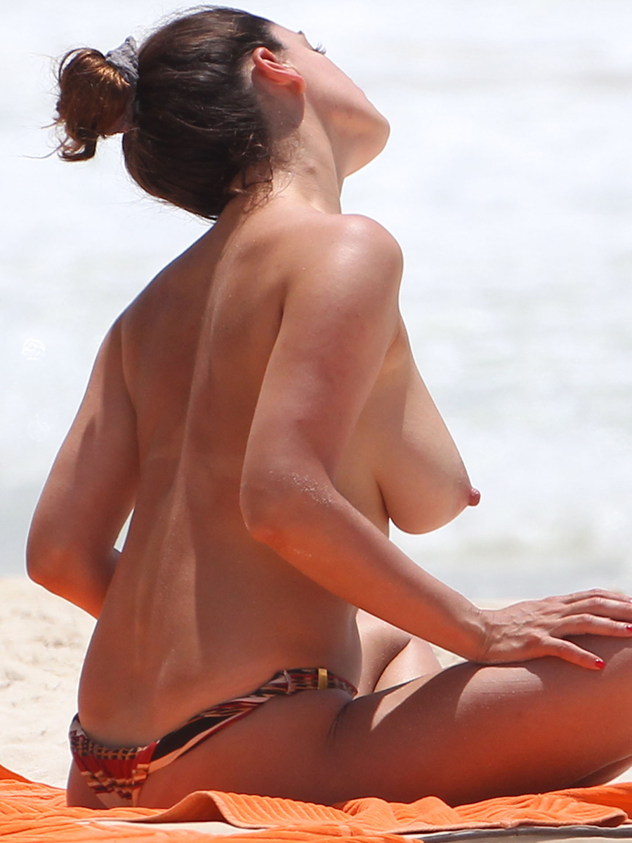 Kelly Brook HOT topless in a bikini