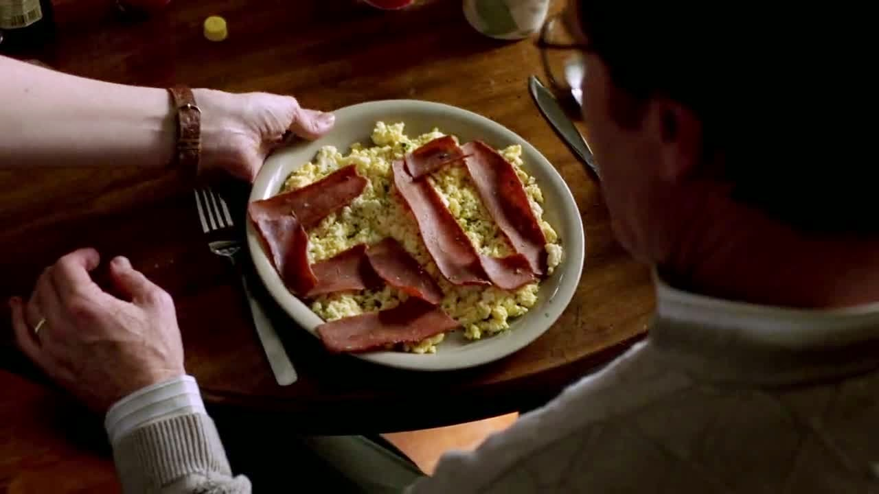 http://img3.wikia.nocookie.net/__cb20120210202842/breakingbad/images/a/af/1x01_-_Veggie_Bacon.jpg