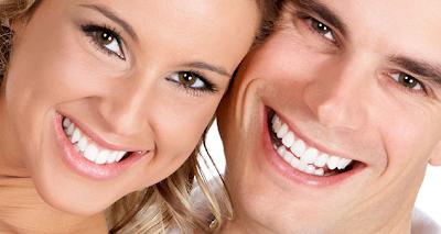 tampilkan gigi putih cemerlang