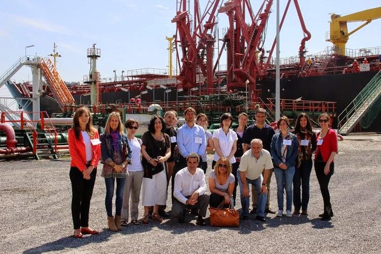 Personal de las empresas de la comunidad portuaria visita la Terminal Marítima de Petronor