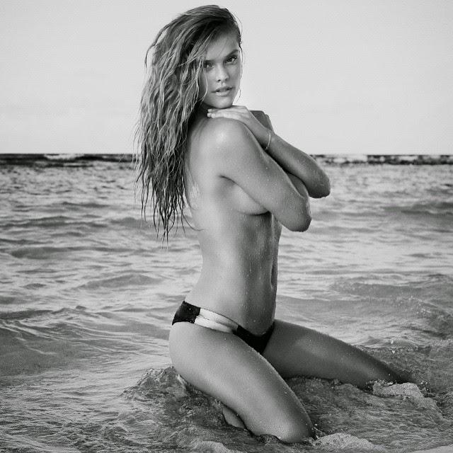 Nina Agdal muestra nuevo topless en Instagram