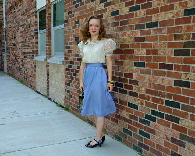 Flashback Summer: Last First Day of School Outfit- light blue cream white lace vintage dress outfit bakelite peep toe shoes brooch 1940s pin curls