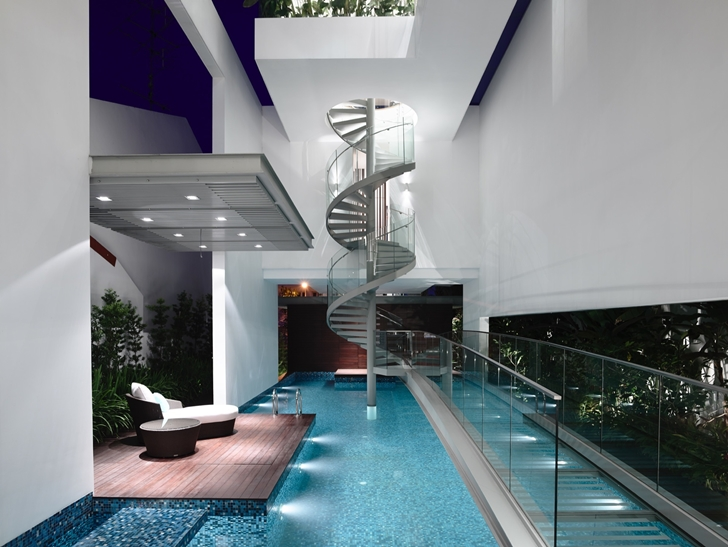 Swimming pool in Jln Angin Laut dream home by Hayla Architects