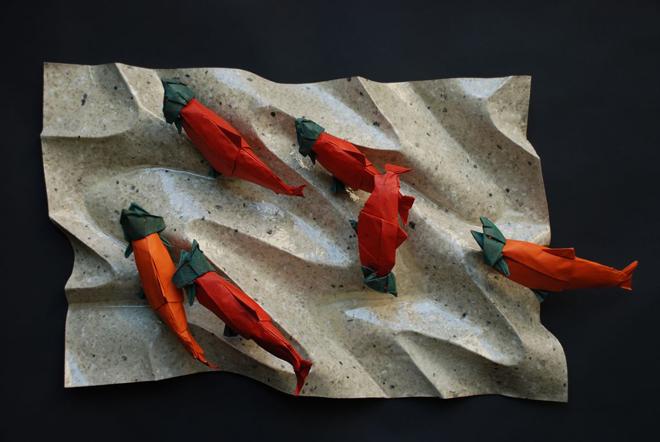 salmones en arena hecho de origami