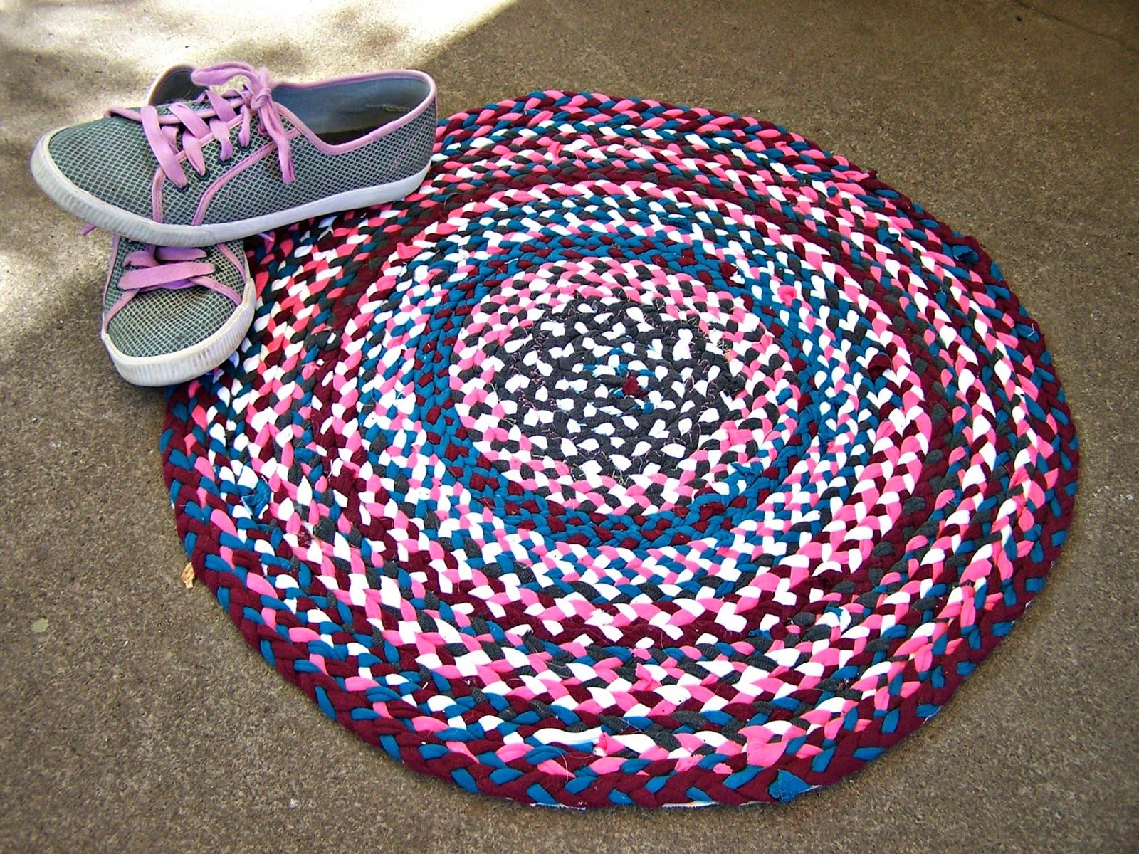 Faster kittykill blog blog tute thursday no sew t for How to make rugs out of old t shirts