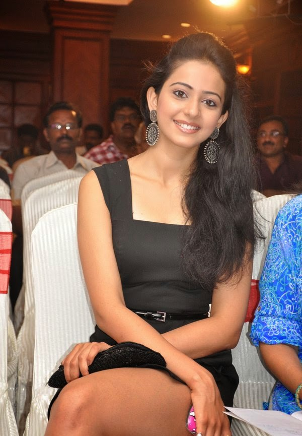 Sexy bombshell bollywood actress rakul preet singh hot sexy upskirts pics looks very hot and seminude pics
