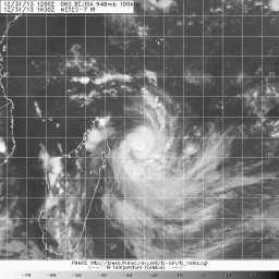 Dernière image satellite du cyclone Béjisa le 31/12/13 à 17h00Z
