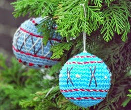 http://translate.google.es/translate?hl=es&sl=en&tl=es&u=http%3A%2F%2Fdeestraperlo.blogspot.nl%2F2014%2F11%2Fcrocheted-christmas-ball-pattern.html