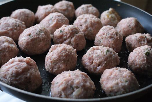 The Two Bite Club: Crock Pot Herbed Turkey Meatballs