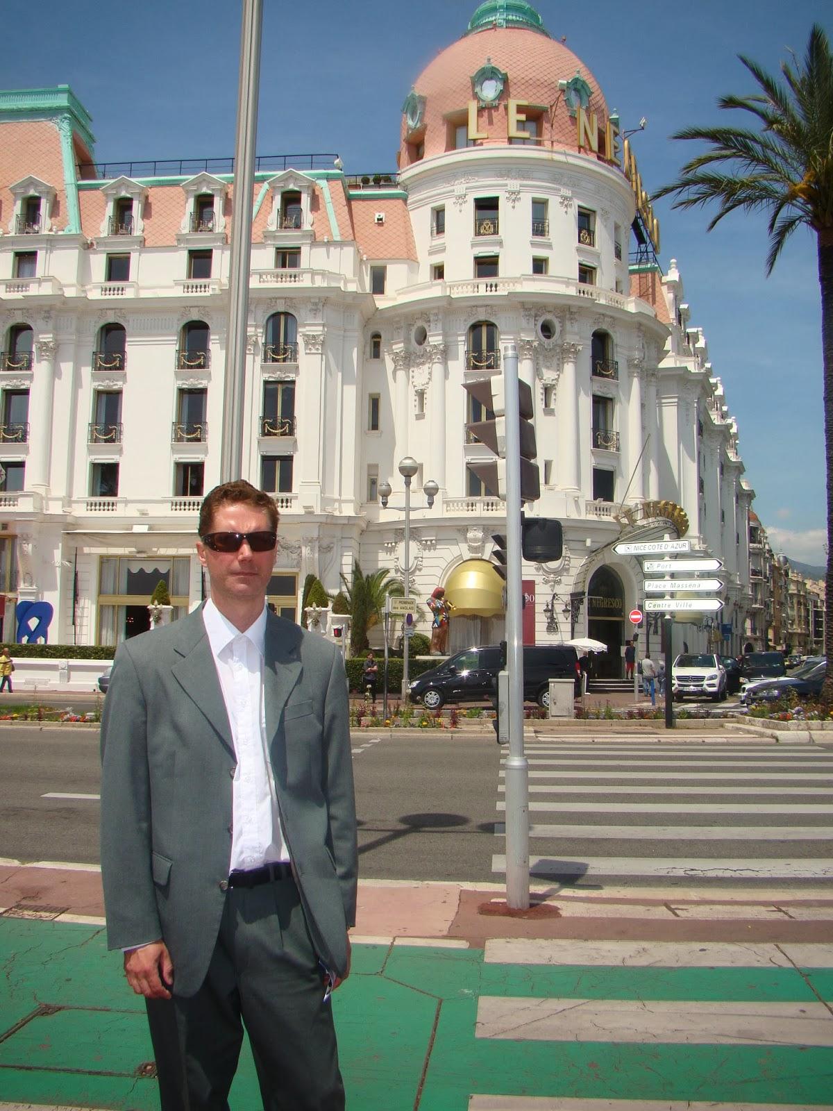 007 travelers 007 hotel le negresco nice france. Black Bedroom Furniture Sets. Home Design Ideas