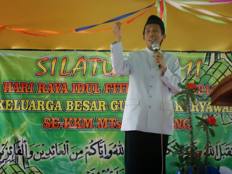 Halal Bihalal Idul Fitri 1435 H. di lapangan MTs YPI Sufyan Tsauri