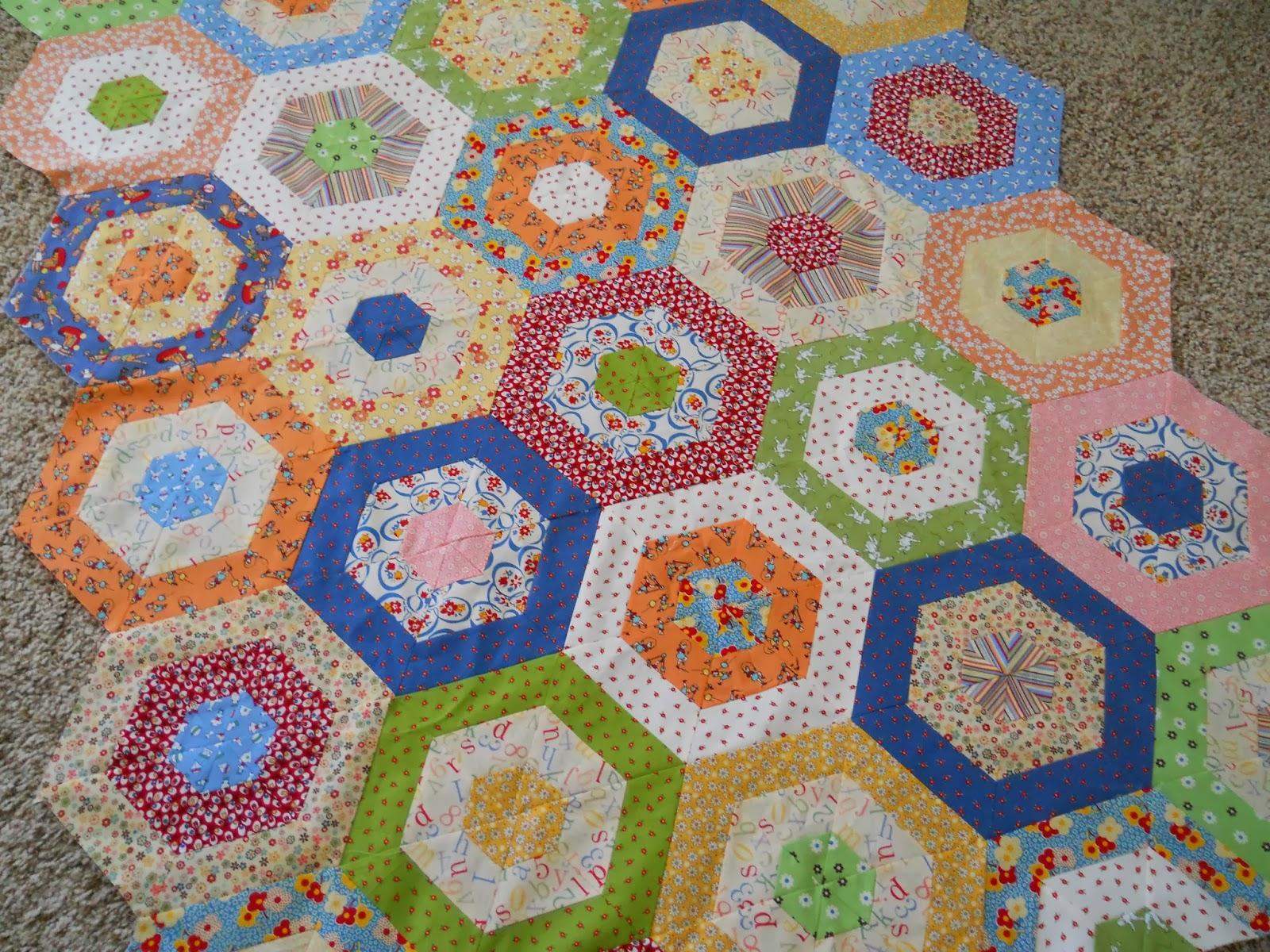 Quilt Patterns With Y Seams : Polka Dot Quilter: Hexagon Tutorial / Pattern with no Y seams/ Vintage fabrics