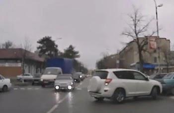 Ο πιο εκνευριστικός οδηγός όλων των εποχών [video]