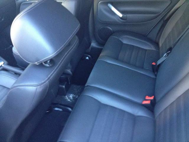 VW Golf Sportline TipTronic 2014 - espaço traseiro