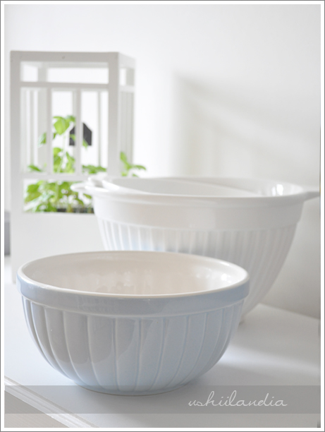 błękitne dodatki kuchenne - miska ceramiczna