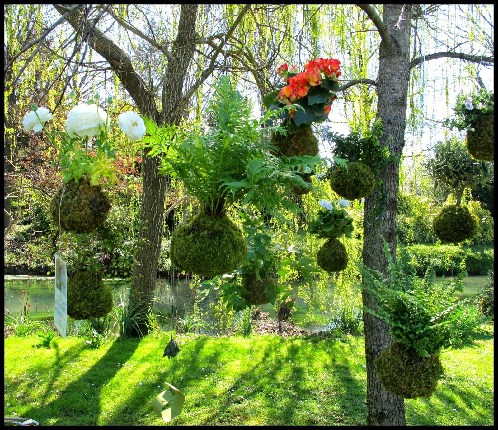 The Country Corner In Primavera Fiori Acque E Castelli A